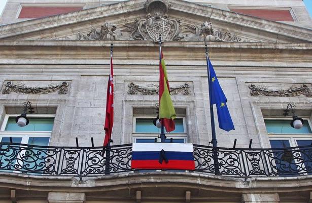 La comunidad de madrid luce la bandera rusa mediterraneo for Correo comunidad de madrid
